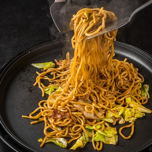 Black pan with lomein noodles cooking